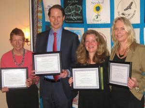 Left to right: Diane Curran, Ron Wyden,  Kathleen Sullivan and Kristen Iversen